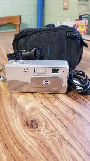 Hp digital camera with case for Sale in Agawam, MA