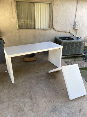 """White IKEA Malm Desk w/ """"L"""" Panel for Sale in El Cajon, CA"""