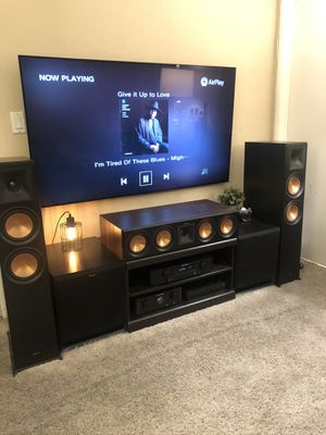 Walnut Klipsch rp504c center channel speaker for Sale in West Hollywood, CA