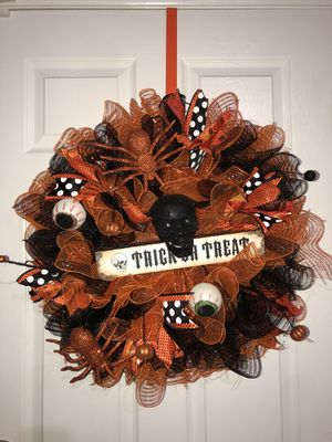 Skull trick or treat wreath for Halloween for Sale in Miami, FL