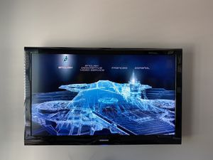 """Samsung 52"""" with wall mount and remote for Sale in Harlingen, TX"""