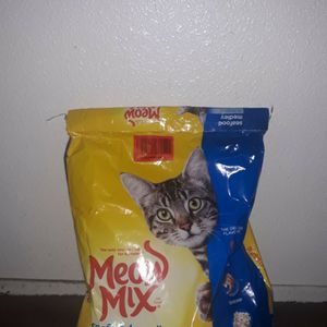 Big Bag Of Cat Food for Sale in San Leandro, CA