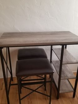 Desk And Bar Stools for Sale in Fresno,  CA
