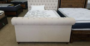 queen bed frame with mattress /floor model ZSDW2 for Sale in Ontario, CA