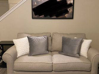 Rooms To Go Cindy Crawford Loveseat for Sale in Houston,  TX