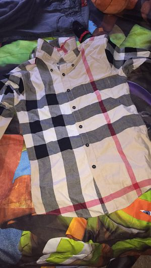 Real BURBERRY SIZE (M) for Sale in Columbia, SC