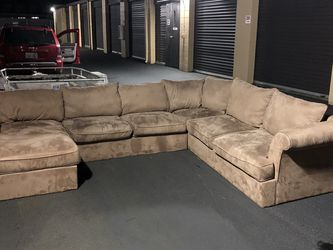 (Free Delivery) Microfiber 4 Piece Sectional for Sale in Everett,  WA