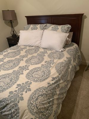 Queen sized bedroom set -3 pieces (bed + nightstand+dresser) and matress and box spring add $75 for Sale in Grapevine, TX