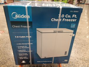 Midea CHEST FREEZER 7CU.FT for Sale in Portland, OR
