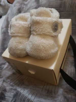 """White"""" UGG INTANT SIZE 0/1 OR 0 TO 6 MONTHS if interested $30 for Sale in Fresno, CA"""