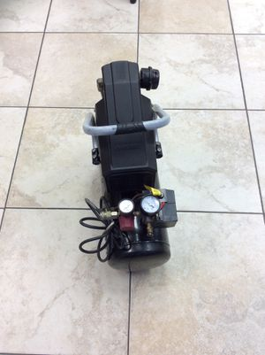2016 Husky air Compressor 4 gal 135 psi for Sale in Oakland Park, FL