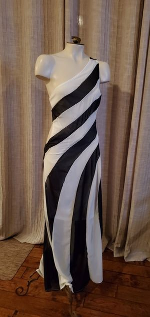 Black and white striped dress for Sale in Thousand Oaks, CA