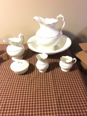 Antique Basin and Pitcher Set for Sale in Myersville, MD