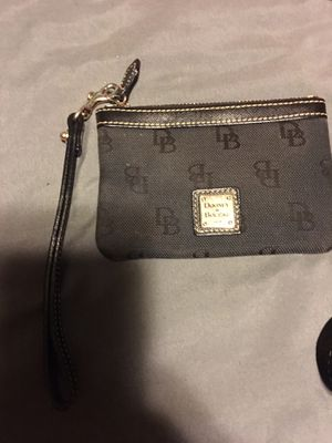 Small Dooney &Bourke wristlet for Sale in Winchester, KY