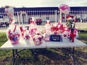 Last minute Valentine's day roses candy for Sale in Harlingen, TX