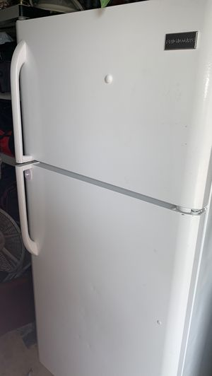 Extra clean Apartments size refrigerator for Sale in Stockton, CA