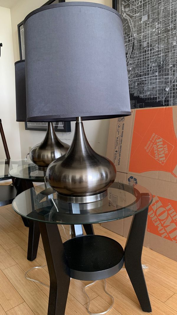 Coffee/end tables/lamps