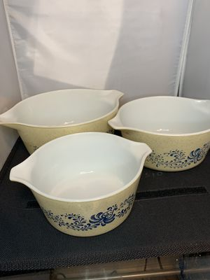 Set of 3 Vintage Pyrex Homestead Nesting Casserole Dishes Bowls 1qt 1.5qt & 2.5qt for Sale in Lombard, IL