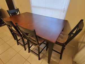 Dining table with 4 chair for Sale in Sarasota, FL