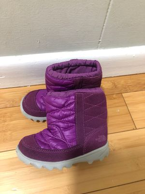 Size 6 toddler girl North Face snow boots $20 for Sale in Lynn, MA