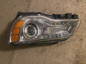 Hid headlight Chrysler 300 for Sale in Brooklyn Park, MD