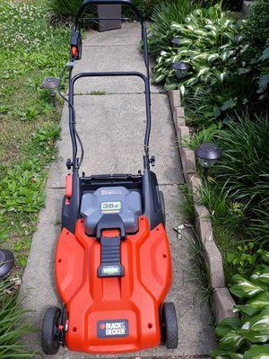 Black & Decker cordless lawn mower for Sale in Woodbridge, VA