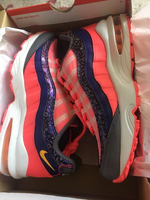 Air max 95 kids size 6y. Fits women size 7 for Sale in Las Vegas, NV