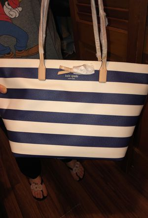 Kate spade (large). Duffel for Sale in Queens, NY