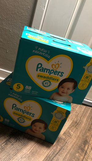 Diapers Size 5 for Sale in Arlington, TX