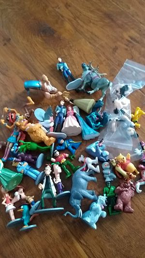 toys Small figures!! Plastic for Sale in Wildomar, CA