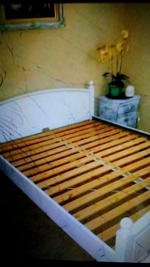 Queen size bed frame for Sale in Palmdale, CA