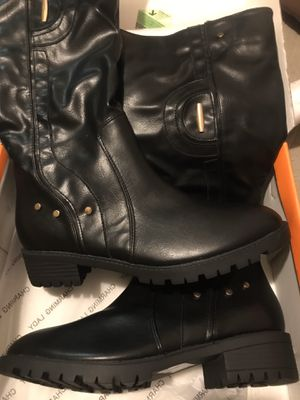 New in box women's 9M boots for Sale in Portland, OR
