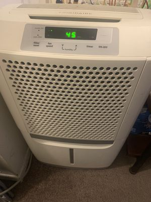 Dehumidifier Frigidaire 50 pint/day capacity portable for Sale in Lynnwood, WA