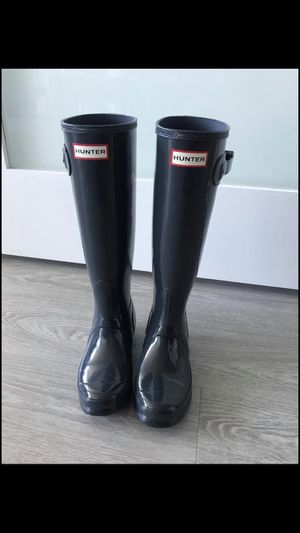 Hunter Tall Gloss Rain Boots - Size 5 for Sale in Chicago, IL