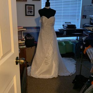 """Wedding Dress"" $300.00 off White Size 14-16 for Sale in Orlando, FL"