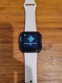 Fitbit Versa Smartwatch Bundle for Sale in Los Angeles, CA