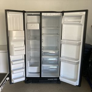 Black Refrigerator for Sale in Elgin, SC