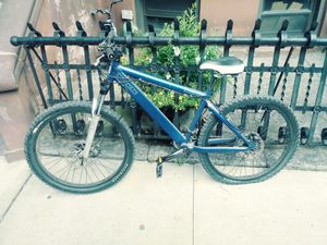 """16.5"""" frame Trek Bruiser Off Road Mountain Bike, 24 speed with fat tires, disc brakes, front shocks, custom seat, and is in mint condition. for Sale in Brooklyn, NY"""