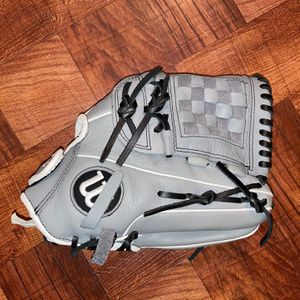Wilson Softball Grey Glove for Sale in New York, NY
