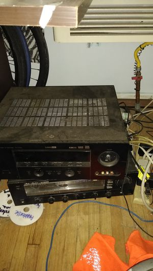 Yamaha and Fisher reciver 500 watts each with a ten inch wolfer for Sale in Wilmington, CA