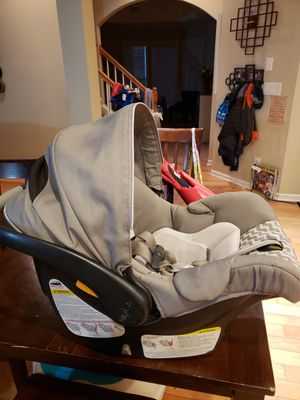 Key Fit 30 Chicco Infant Car Seat with base for Sale in Atlanta, GA