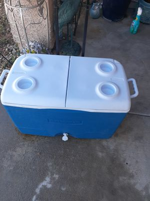 Rubbermaid cooler wheeled for Sale in Las Vegas, NV
