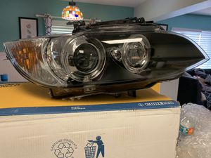 BMW 3 series R headlamp assembly for Sale in Indian Shores, FL