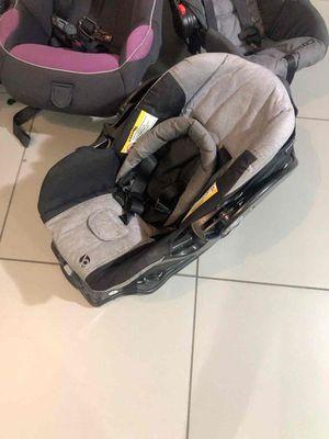 Gray car seat for Sale in Pompano Beach, FL
