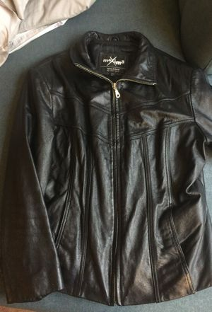 Genuine Leather women's size Large waist length coat for Sale in Fairview Park, OH