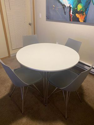 Modern dinning table for Sale in Puyallup, WA