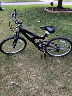 24 mountain bike like brand new for Sale in Mableton, GA