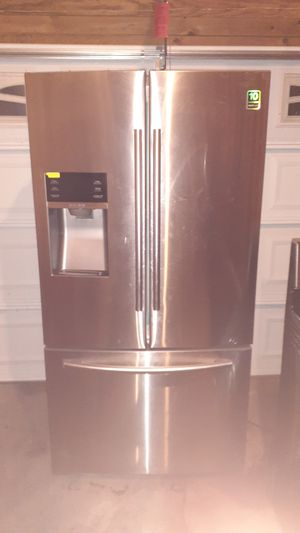 Matching Samsung Whirlpool stove and refrigerator as is. for Sale in Florissant, MO