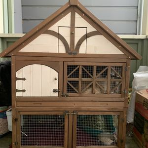 USED rabbit hutch for Sale in Alameda, CA