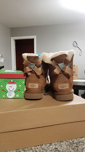 Authentic UGG Baily bow size 8 runs big for Sale in Fontana, CA